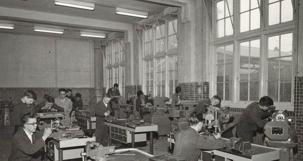 Na bijna 100 jaar van onderwijs, kun je straks riant wonen in bijvoorbeeld het voormalige technieklokaal, kooklokaal of laslokaal. De Meester is een unieke transformatie van een voormalige ambachtsschool naar een modern woongebouw.